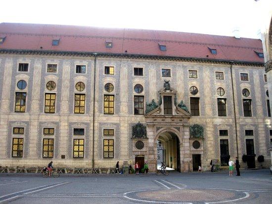 Odeonsplatz: Residenz