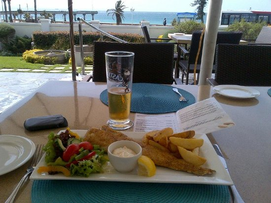 The Beach Hotel : Lunch on terrace, fresh fish of day a must