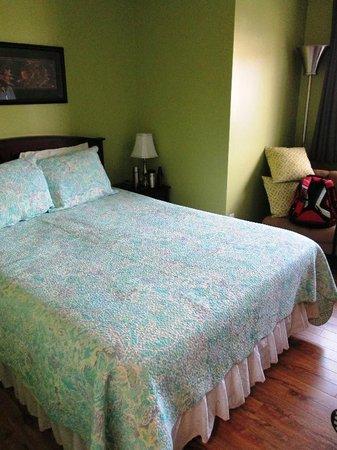 All Seasons Bed & Breakfast: Dill Pickle room
