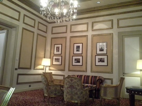 The St. Regis Rome: The waiting lounge