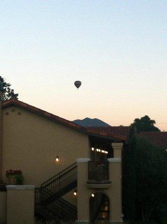 Napa Valley Lodge : Balloon launch near hotel