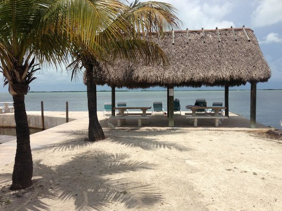 Rock Reef Resort: Tiki hut with an area for cleaning fish to the side