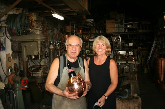 Bottega del Rame: Cesare and our wine cooler
