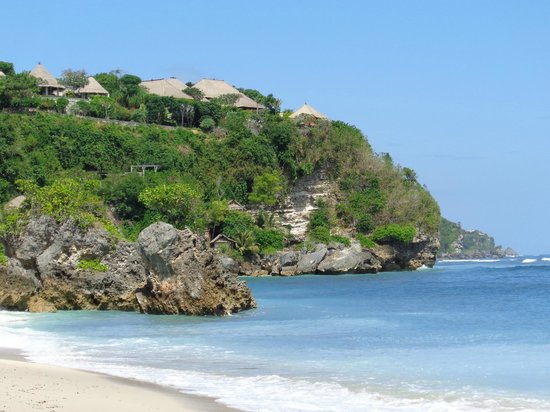 Exclusive Bali Bungalows: Down on the local beach