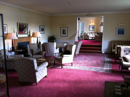 The Creggans Inn : Nice antique furniture in the lounge