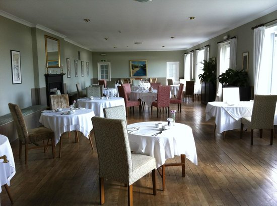The Creggans Inn : Breakfast room with stunning views of the Loch