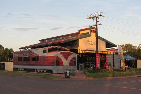 Pine Creek Railway Resort : Das Pine Creek Resort in der Abendstimmung