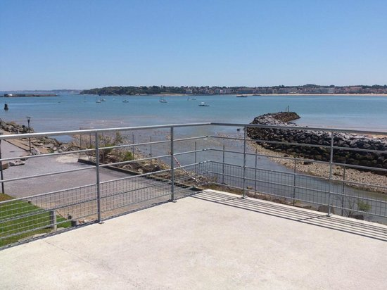 Egiategia : Vue de la terrasse du chai, on domaine toute la baie