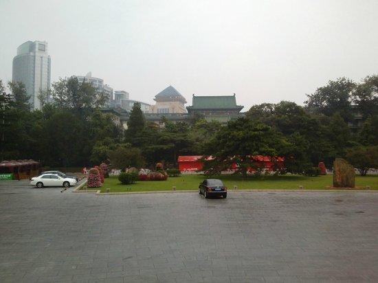 Beijing Friendship Hotel: Area recreativa y estacionamiento