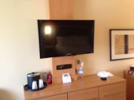 Holiday Inn Express & Suites Fremont Milpitas Central: TV