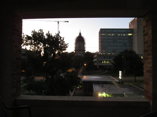 Senate Luxury Suites: Dawn on Capitol Dome from 3rd floor NE balcony