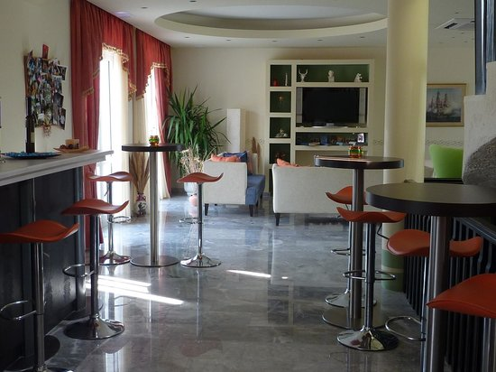 Ermioni Beach Hotel : Barbereich Indoor Ermioni Hotel