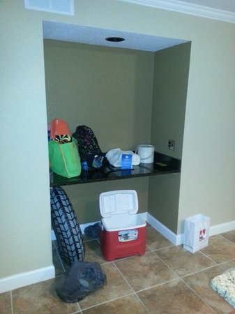 Legacy Vacation Resorts: Hall shelf - used to have cabinet there