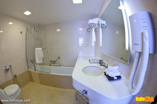 Marina Park Hotel: bathroom