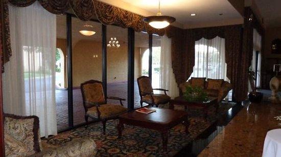 Best Western Plus Heritage Inn: waiting area in lobby