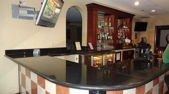 BEST WESTERN PLUS Heritage Inn: bar