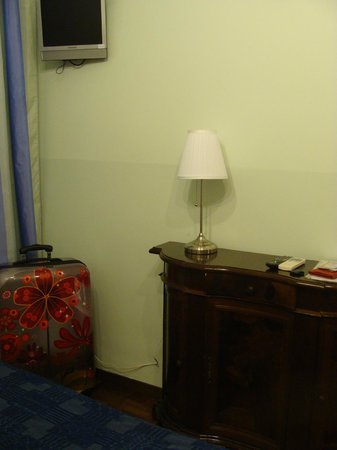 Casa Linnea : C'è la Tv ma non l'abbiamo mai nemmeno accesa!
