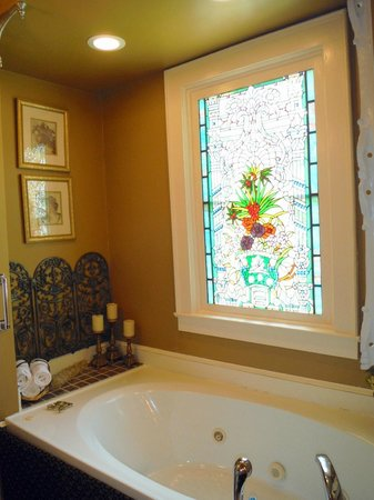 The Aerie Bed and Breakfast: King George III bathroom
