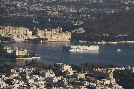 Taj Lake Palace Udaipur: Overlooking the lake and the hotel