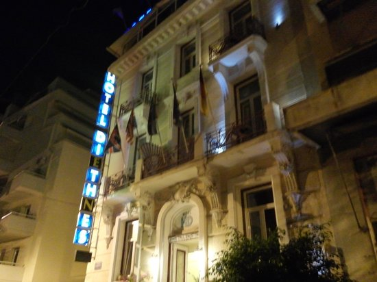 Hotel Diethnes: building at night