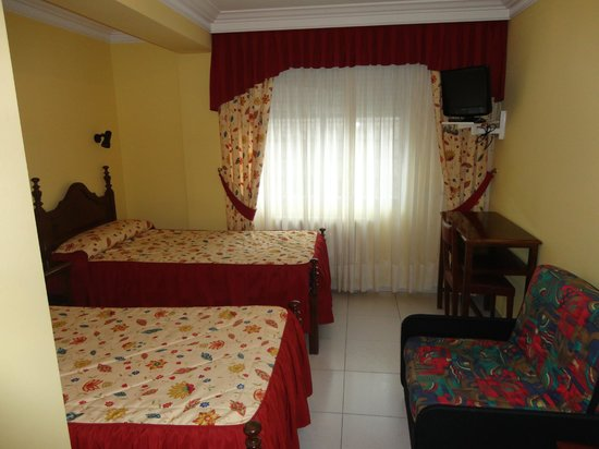 Hotel Garcas: Habitacion dos camas