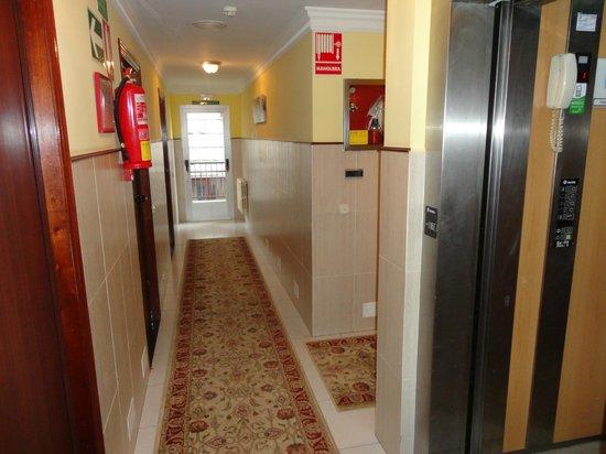 Hotel Garcas: Pasillo habitaciones