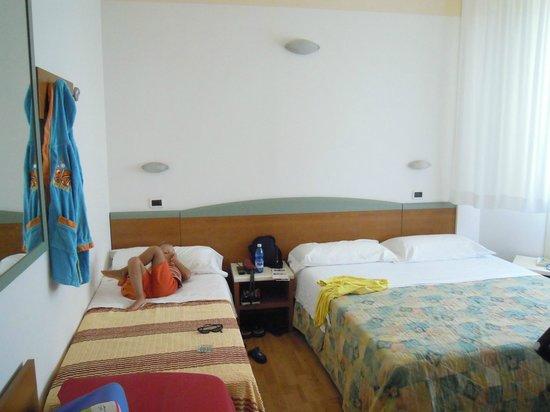Hotel Diplomatic: camera tripla
