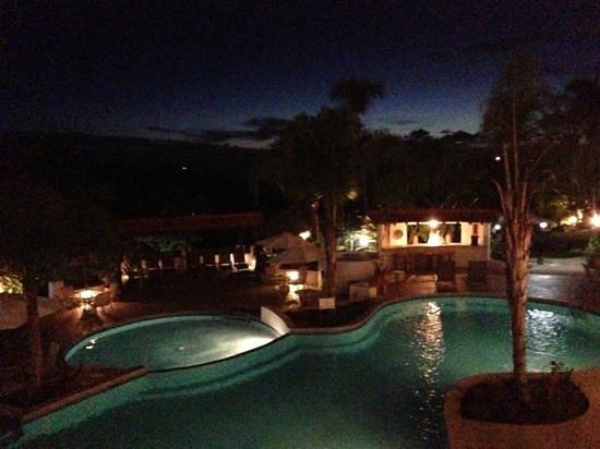 Sugar Cane Club Hotel & Spa: Sugar Cane by night.