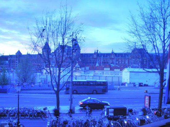 NH Collection Amsterdam Barbizon Palace: vista camera su stazione centrale