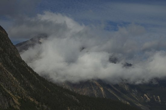 Cavell Meadows Trail: Mountain Clouds Rising