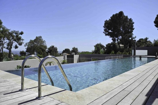Villa Cassis: Piscine à débordement