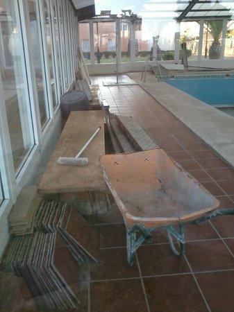 Hotel ATH Las Salinas Park: Piscina cubierta cerrada por obras