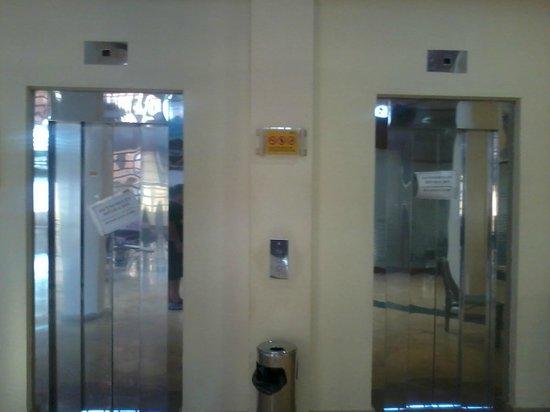 Hotel ATH Las Salinas Park: Ascensores averiados