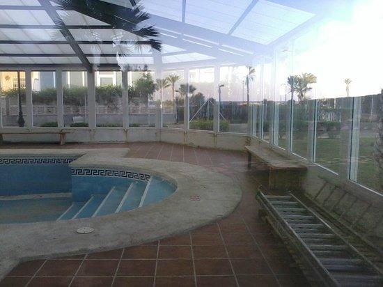 Hotel ATH Las Salinas Park: Piscina cubierta cerrada