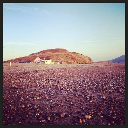 Wendon Holidays : view of chip shop from the beach