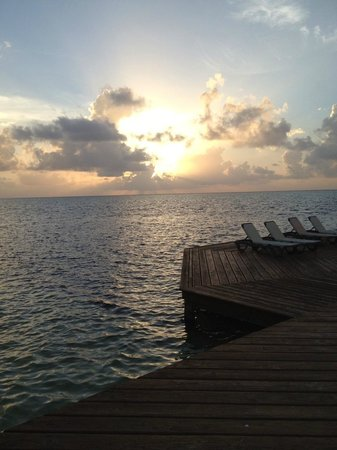Grand Caribe Belize Resort and Condominiums : Tanning area on the pier