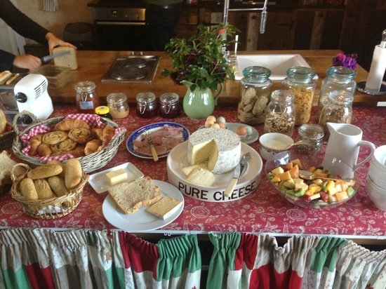 Sutton Mawr Farm: Buffet Breakfast, cheese was awesome