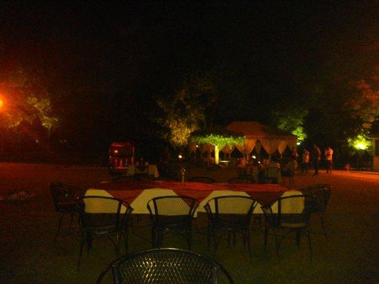 Hari Mahal Palace: Outdoor Restaurent