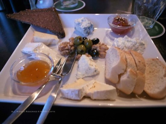 Amsterdam Village Hotel: Last course: Cheese Platter