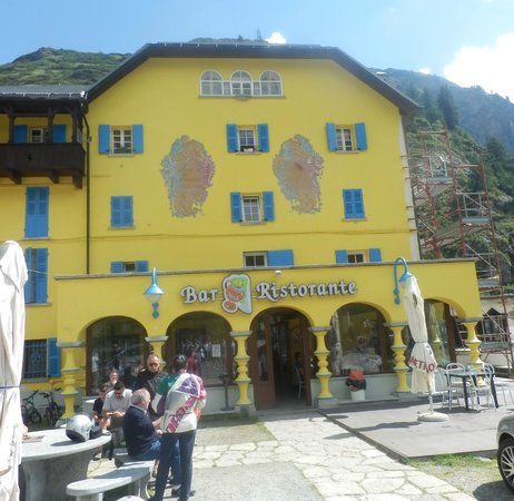 Cascata del Toce: hotel and restaurant on place