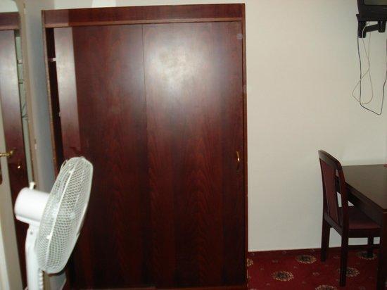Hotel City Inn : Ese viejo ventilador me salvó la vida