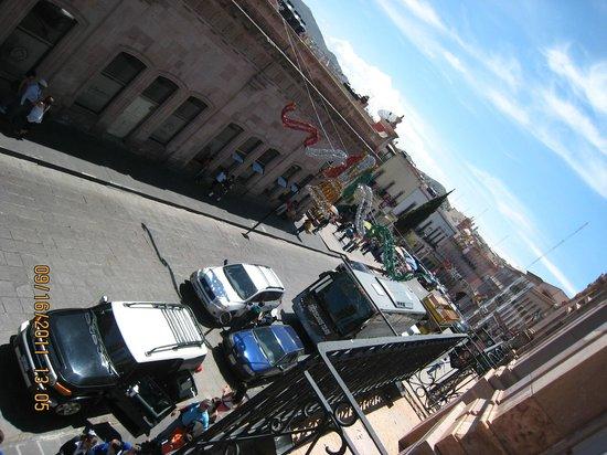 Hotel Santa Rita: Vista a la calle hacia el Teatro Calderón