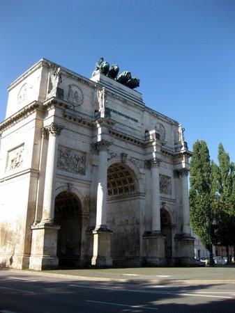 Entorno visto desde la puerta de la victoria picture of for Puerta la victoria