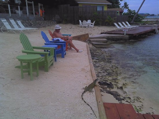 Coral Sands Resort: The beach
