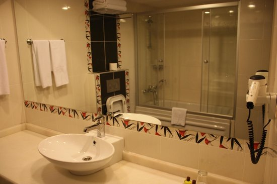 Grand Hotel Halic: Room 624 (2nd room) bathroom