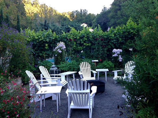 Farmhouse Inn & Restaurant: The garden is beautiful