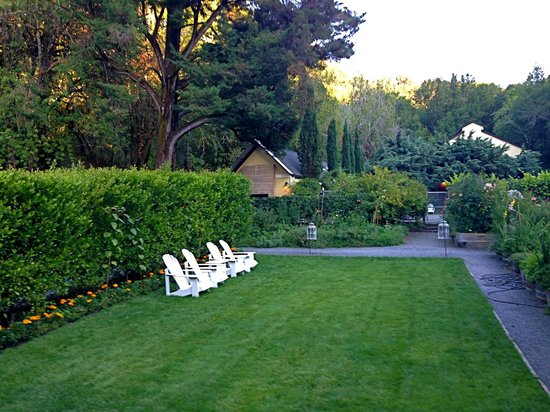 Farmhouse Inn & Restaurant: The grounds