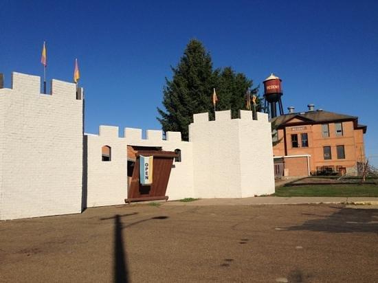 Enchanted Castle: Entrance