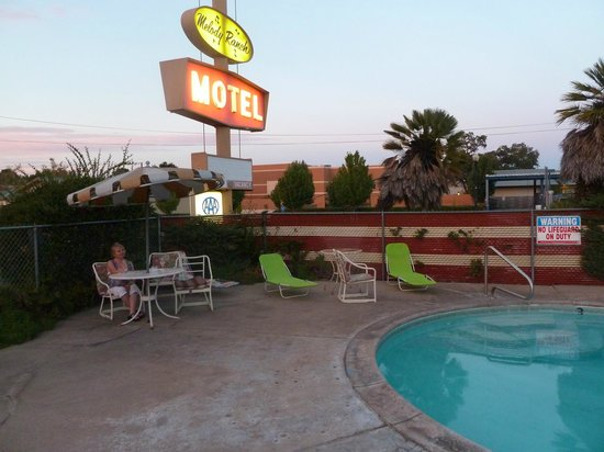 Melody Ranch Motel: fabulous motel sign and vintage umbrella by the pool