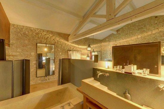 Clos du Lethe: La salle de bain de La Quatorze
